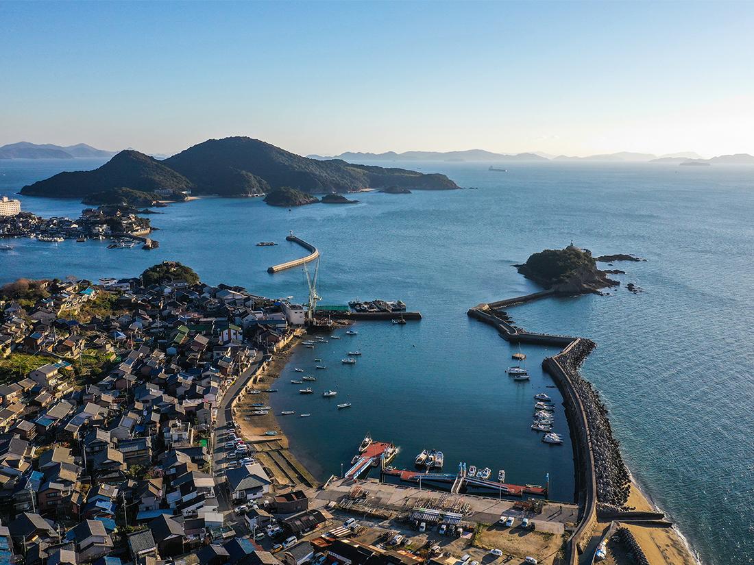 瀬戸内海の中央に位置する鞆の浦は、かつて「潮待ちの港」として栄えた歴史ある港町